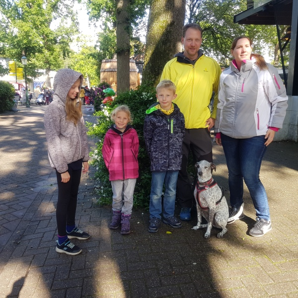 duinrell family with dog